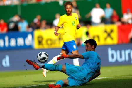 Soccer Football - International Friendly - Austria vs Brazil - Ernst-Happel-Stadion, Vienna, Austria - June 10, 2018 Austria's Heinz Lindner saves from Brazil's Neymar REUTERS/Leonhard Foeger