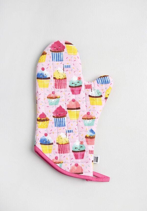 <p>If you love baking, this <span>Cutest Cupcake Confection Oven Mitt</span> ($15) is so adorable.</p>