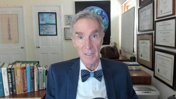 PHOTO: Bill Nye the Science Guy has a simple message for many of the same people who grew up learning from his television show: choose to stay at home and you will save lives. (ABC)