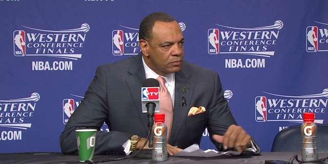 Memphis Grizzlies coach Lionel Hollins pushes Jerryd Bayless to bench in Game 4 loss (Video)