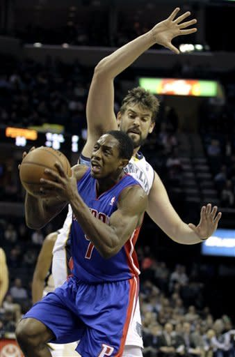 Detroit Pistons' Brandon Knight (7) goes to the basket under Memphis Grizzlies' Marc Gasol (33), of Spain, during the first half of an NBA basketball game in Memphis, Tenn., Friday, Nov. 30, 2012. (AP Photo/Danny Johnston)