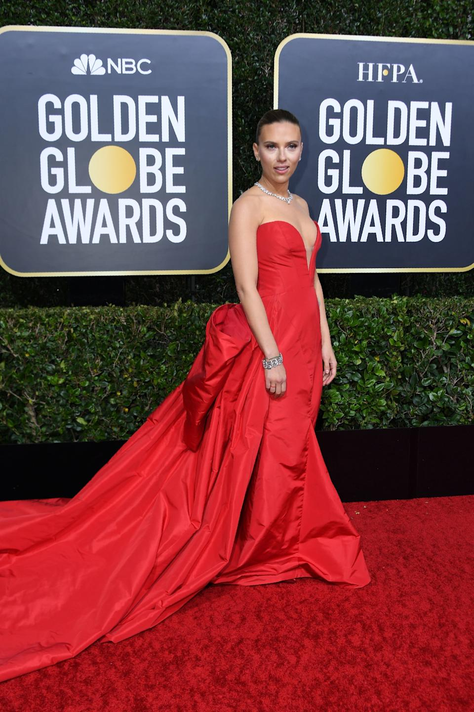 "<h1 class=""title"">Scarlett Johansson in Vera Wang, Jimmy Choo shoes, and Bulgari jewelry </h1><cite class=""credit"">Photo: Getty Images</cite>"