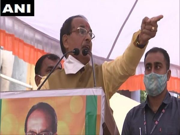 CM Shivraj Singh Chouhan speaking at a rally in Bioara, Rajgarh on Sunday. Photo/ANI
