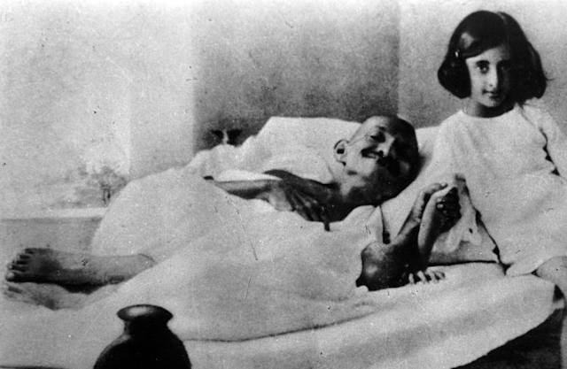 Indira Priyadarshini Gandhi (1917 – 1984) third Prime Minister of India as a girl next to Mahatma Gandhi the Indian leader who was on hunger strike, 1930. (Photo by: Universal History Archive/Universal Images Group via Getty Images)