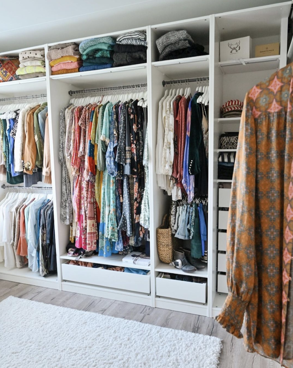 "<p>Rather than fold dresses over on themselves or let them puddle on the floor, plan for an array of differently-sized hanging spaces. This way, everything stays neater, plus you'll have dedicated areas for all of your different garments. </p><p>See more at <a href=""https://www.instagram.com/p/CJAsFrGHiYs/"" rel=""nofollow noopener"" target=""_blank"" data-ylk=""slk:Stinajss"" class=""link rapid-noclick-resp"">Stinajss</a>.</p>"