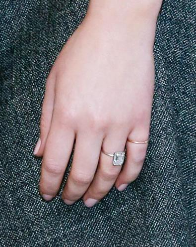Jennifer Lawrence Flashes Gorgeous Engagement Ring for the ...