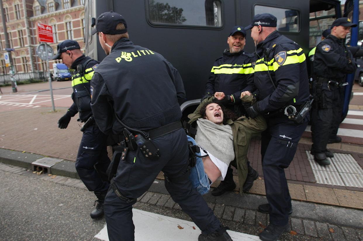 Dutch anti riot police arrested the Extinction Rebellion climate activist during Rebel Without Borders demonstration at the Museumbrug on Oct. 7, 2019 in Amsterdam,Netherlands. (Photo: Paulo Amorim/NurPhoto via Getty Images)