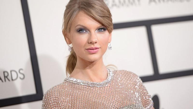 Taylor Swift Gets Choked Up, Talks Cancer at Show