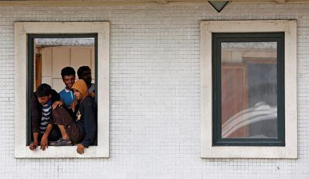 Syrian migrants look out from a window of a mosque in Istanbul, Turkey, September 15, 2015.  REUTERS/Murad Sezer