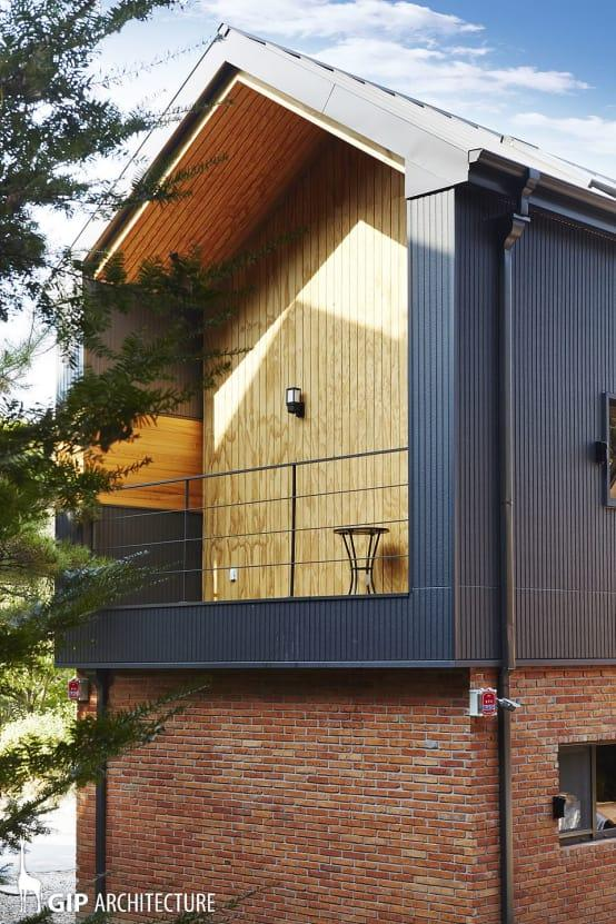 """<p>Not only does this beautiful home have a flat roof terrace, on top of the L-shaped wing, this amazing pitched gable end has also been designed to<a rel=""""nofollow"""" href=""""https://www.homify.co.uk/rooms/terrace-style-modern"""">play host to a contemporary garden terrace</a> as well! The ultimate in outdoor chic, the natural wood cladding makes for an incredible backdrop and the inset design makes for a great all-weather cover.</p>  Credits: homify / GIP"""
