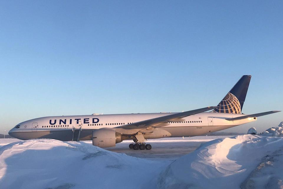 United Airlines plane makes emergency landing when cockpit screens go blank mid-flight