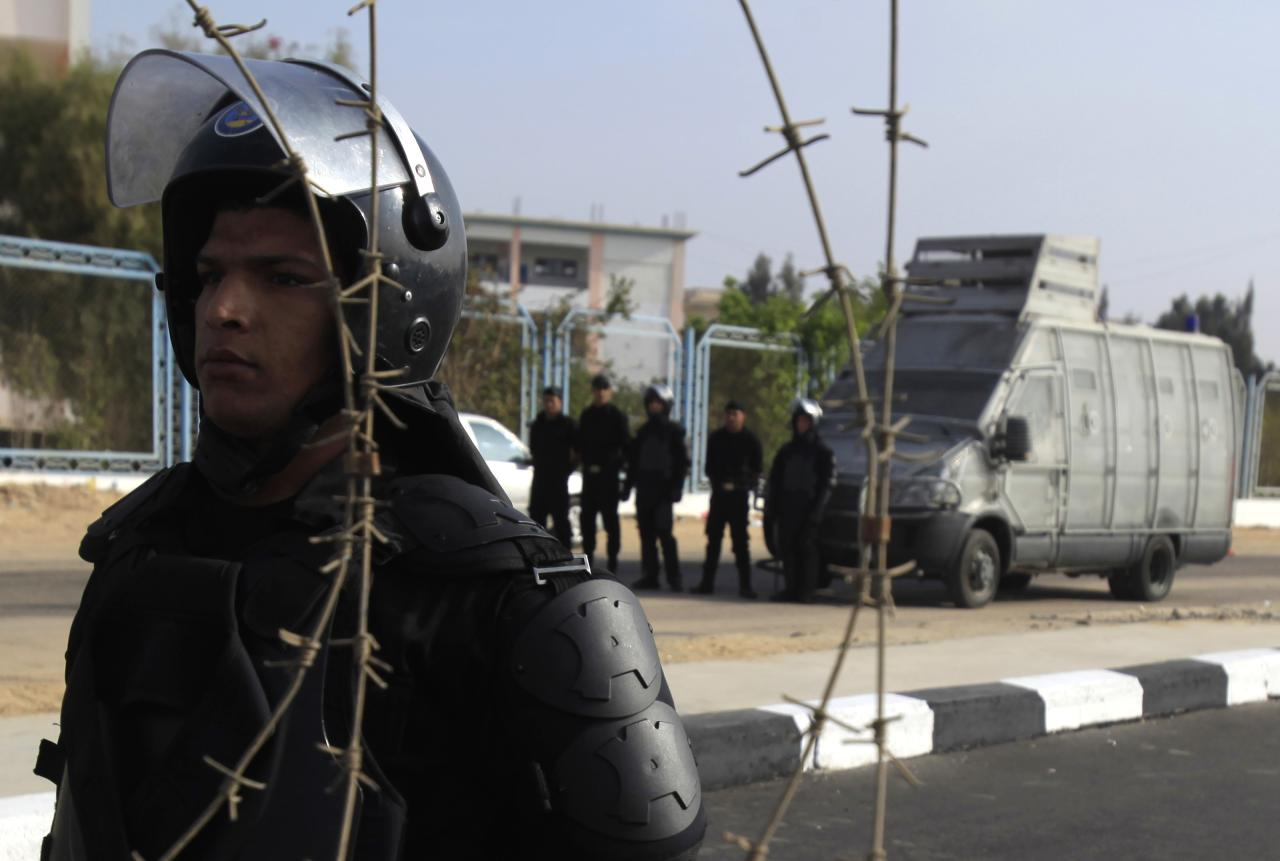 Riot policemen stand guard outside the police academy, where ousted Egyptian president Mohamed Mursi's trial took place, on the outskirts of Cairo, November 4, 2013. Mursi struck a defiant tone on the first day of his trial on Monday, chanting 'Down with military rule', and calling himself the country's only 'legitimate' president. Mursi, an Islamist who was toppled by the army in July after mass protests against him, appeared angry and interrupted the session repeatedly, prompting a judge to adjourn the case. REUTERS/Amr Abdallah Dalsh (EGYPT - Tags: POLITICS CIVIL UNREST)