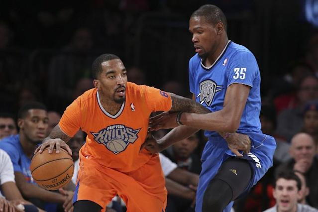 New York Knicks guard J.R. Smith, left, looks to pass around Oklahoma City Thunder forward Kevin Durant (35) during the second half of an NBA basketball game at Madison Square Garden, Wednesday, Dec. 25, 2013, in New York. The Thunder won 123-94. (AP Photo/John Minchillo)