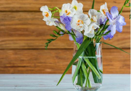 Natural Ways To Keep Cut Flowers Fresh
