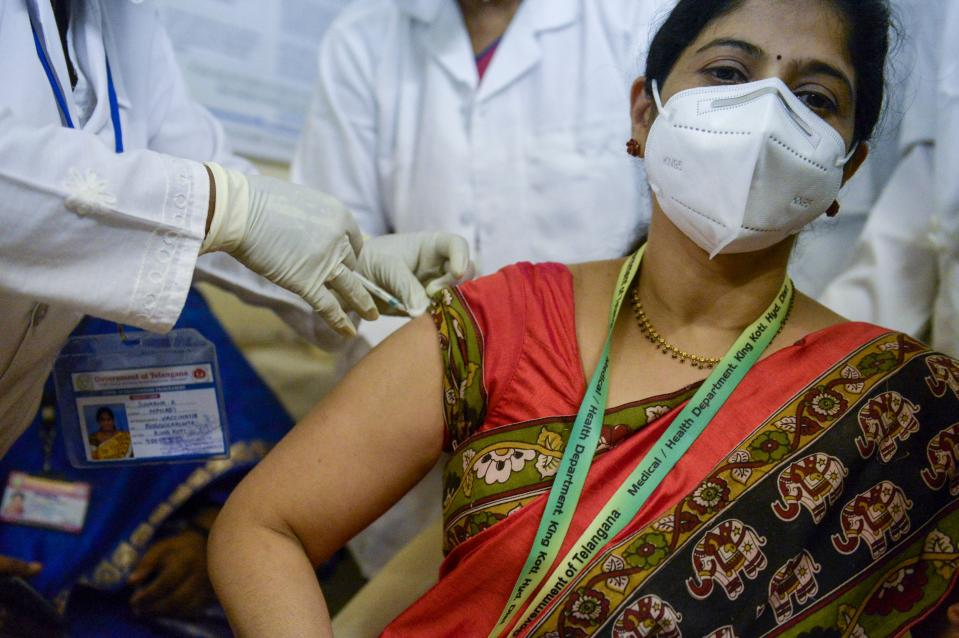 A medical worker inoculates a doctor with a Covid-19 coronavirus vaccine at the King Koti hospital in Hyderabad on January 16, 2021. (Photo by Noah SEELAM / AFP) (Photo by NOAH SEELAM/AFP via Getty Images)
