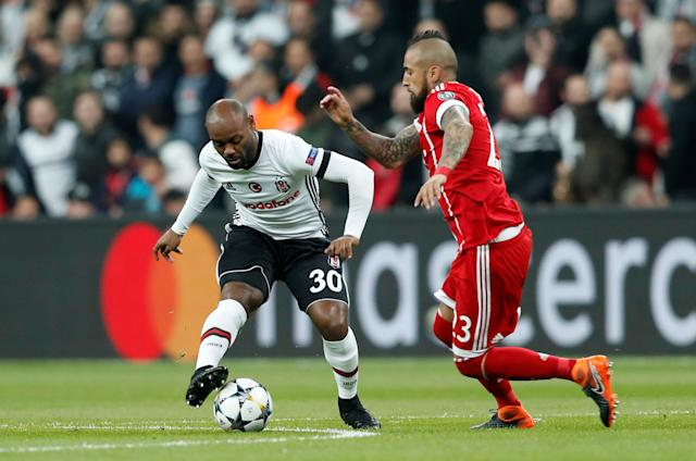 Soccer Football - Champions League Round of 16 Second Leg - Besiktas vs Bayern Munich - Vodafone Arena, Istanbul, Turkey - March 14, 2018 Besiktas' Vagner Love in action with Bayern Munich's Arturo Vidal REUTERS/Murad Sezer