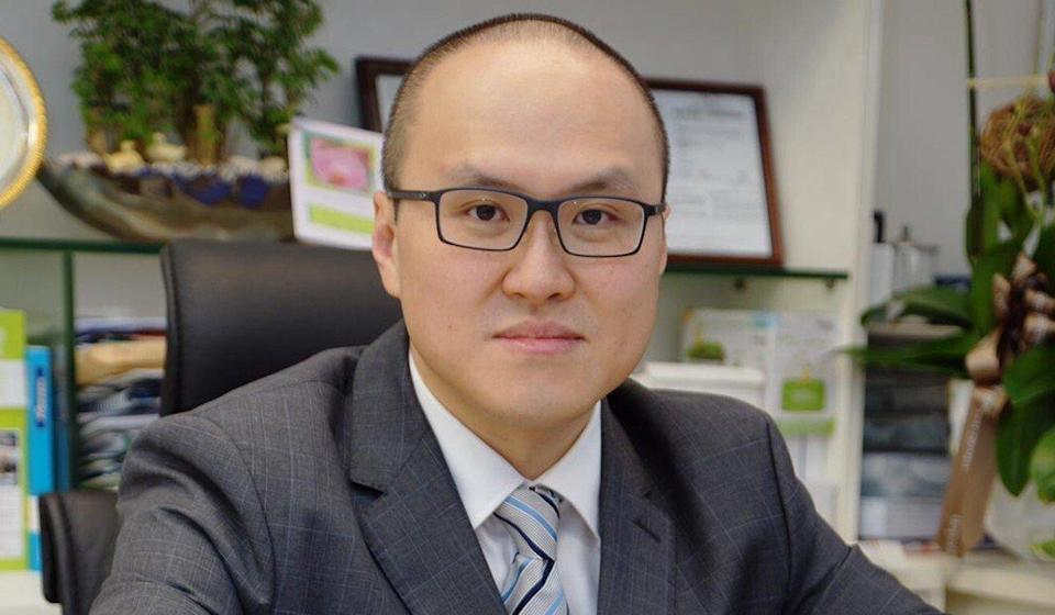 Infectious disease expert Dr Joseph Tsang says the government should consider letting families quarantine at hotels. Photo: SCMP