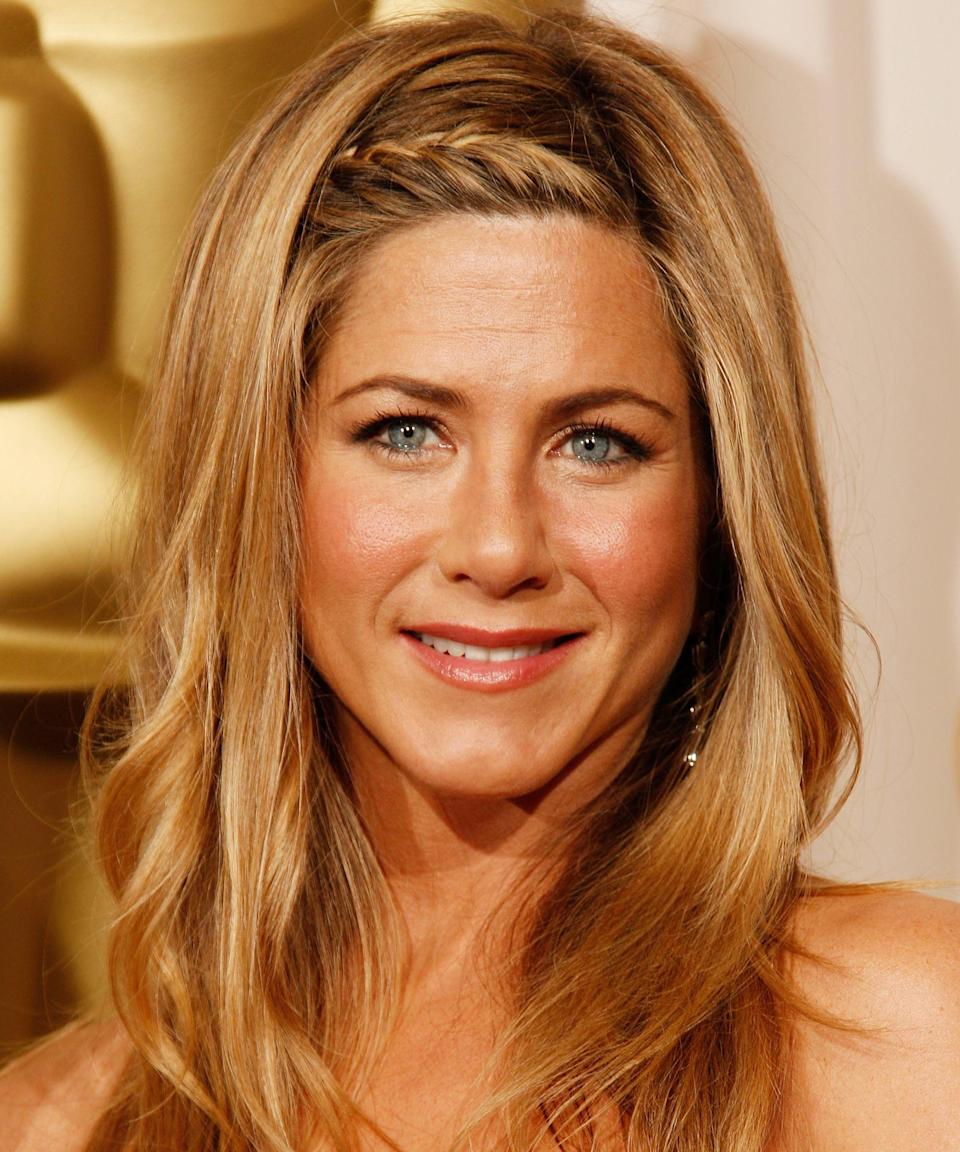 """<p><strong>Jennifer Aniston, 2009</strong></p><p>When it comes to effortless beauty, Aniston might be the reigning queen of Cali-cool. But even she kicks it up a notch for Hollywood's biggest night. Here, the star upped her third-day beach wave game with a sleek little hairline braid.</p><span class=""""copyright"""">Photo: Dan MacMedan/WireImage.</span>"""