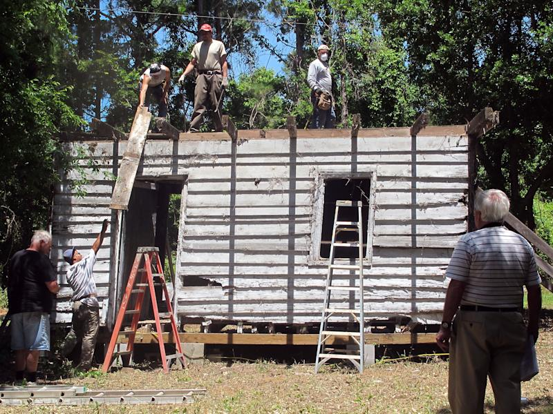 SC slave cabin dismantled for Smithsonian display