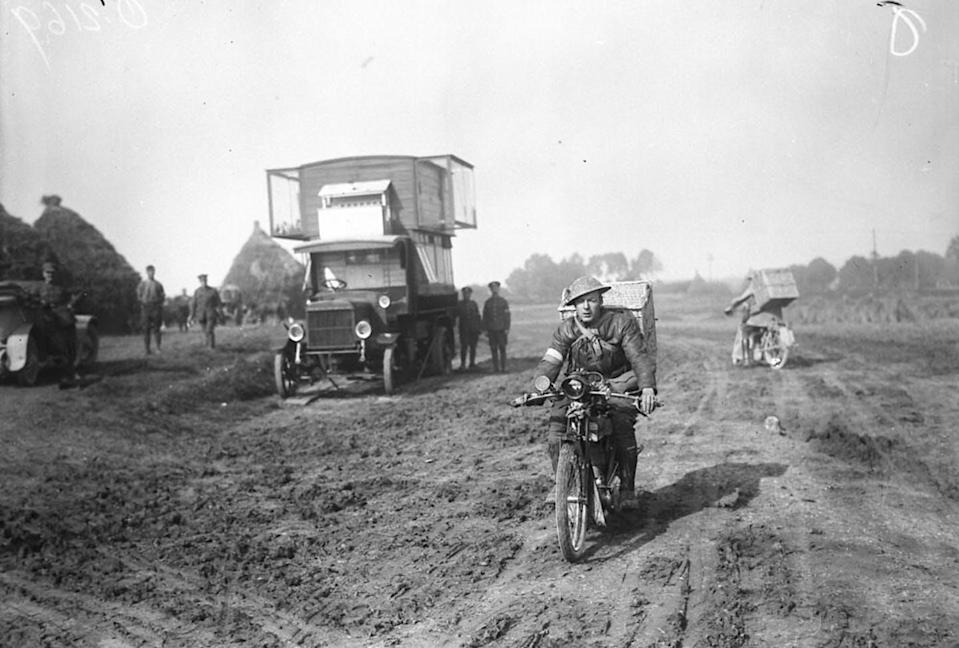 """<span class=""""caption"""">Dispatch rider with pigeons leaving for firing line, His Majesty's Pigeon Service, November 1917, location unknown.</span> <span class=""""attribution""""><a class=""""link rapid-noclick-resp"""" href=""""https://creativecommons.org/licenses/by/2.0/"""" rel=""""nofollow noopener"""" target=""""_blank"""" data-ylk=""""slk:(William Rider-Rider. Canada. Department of National Defence. Library and Archives Canada, PA-002034)"""">(William Rider-Rider. Canada. Department of National Defence. Library and Archives Canada, PA-002034)</a>, <a class=""""link rapid-noclick-resp"""" href=""""http://creativecommons.org/licenses/by-sa/4.0/"""" rel=""""nofollow noopener"""" target=""""_blank"""" data-ylk=""""slk:CC BY-SA"""">CC BY-SA</a></span>"""