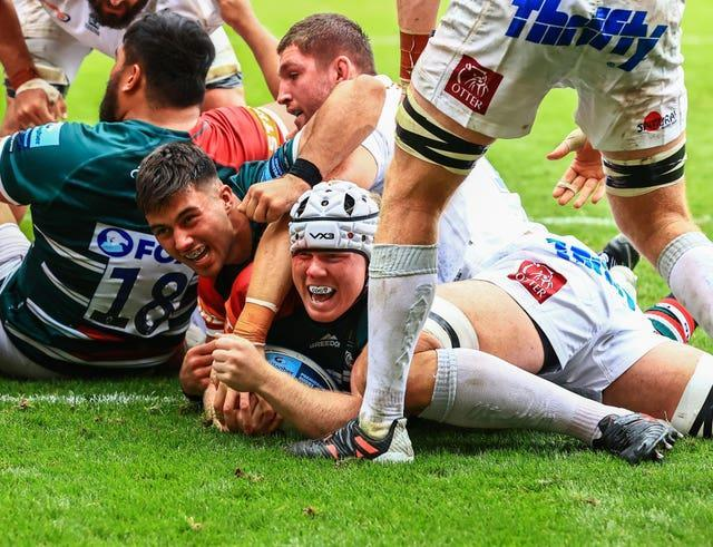 Leicester Tigers' Nic Dolly scored twice in a superb 34-19 win over Exeter to lay down a marker at the beginning of the 2021-22 term