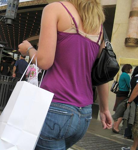 "<div class=""caption-credit""> Photo by: Flickr/Malingering</div><div class=""caption-title"">6. Exposed Bra Straps</div>...Or in this case, an exposed bra. It's become almost admissible to have bra straps peeking out from tank tops -- and it's almost always the dingy-looking bra that's been washed too many times -- but can we agree that this looks flattering on no one? Ladies, the strapless bra exists."