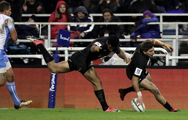 A remarkable turnaround by the Jaguares continued as they trounced the Northern Bulls 54-24 in Buenos Aires for a fifth consecutive victory (AFP Photo/ALEJANDRO PAGNI)