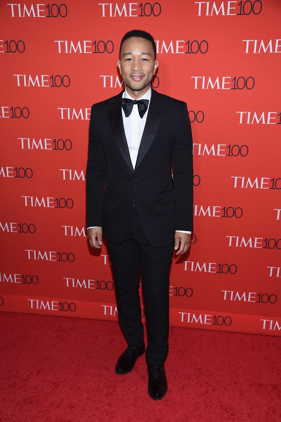 <p>The singer stuck to his signature black tux. (Photo: Getty Images) </p>