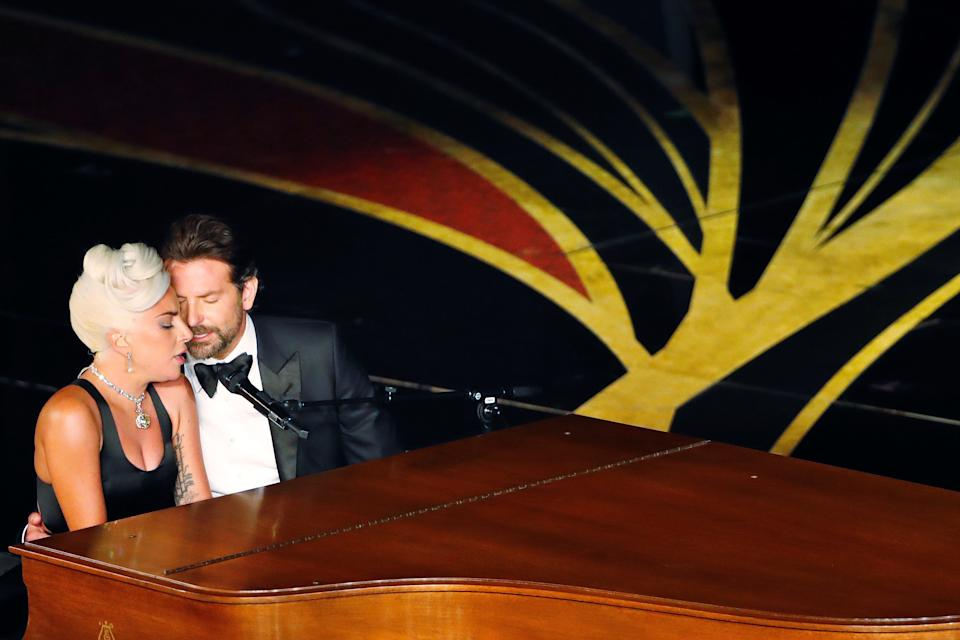 """Lady Gaga and Bradley Cooper perform """"Shallow"""" from A Star Is Born at the 2019 Oscars. (Photo: REUTERS/Mike Blake)"""