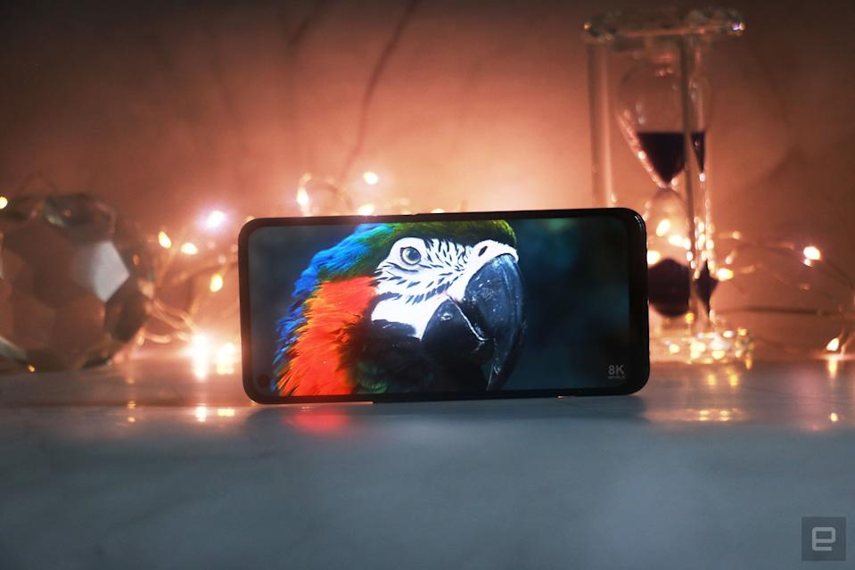 <p>OnePlus Nord N200 5G. An image of a parrot on the OnePlus Nord N200's 6.49-inch screen against a backdrop with fairy lights.</p>