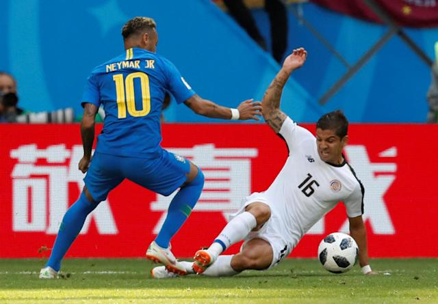 Soccer Football - World Cup - Group E - Brazil vs Costa Rica - Saint Petersburg Stadium, Saint Petersburg, Russia - June 22, 2018 Brazil's Neymar in action with Costa Rica's Cristian Gamboa REUTERS/Carlos Garcia Rawlins