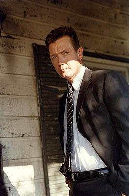 """Agent John Doggett (Robert Patrick) investigates his first case with Scully in the """"Patience"""" episode of Fox's The X-Files X-Files"""