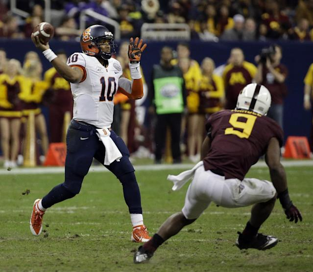 Syracuse quarterback Terrel Hunt (10) throws a pass as Minnesota linebacker James Manuel (9) defends during the third quarter of the Texas Bowl NCAA college football game on Friday, Dec. 27, 2013, in Houston. Syracuse won 21-17. (AP Photo/David J. Phillip)