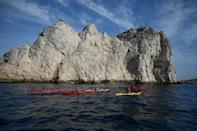 """Kayakers arriving a the calanques by sea will no longer be allowed to disembark onto the naturally-formed """"pavements"""" of fossilised lithophyllum algae"""
