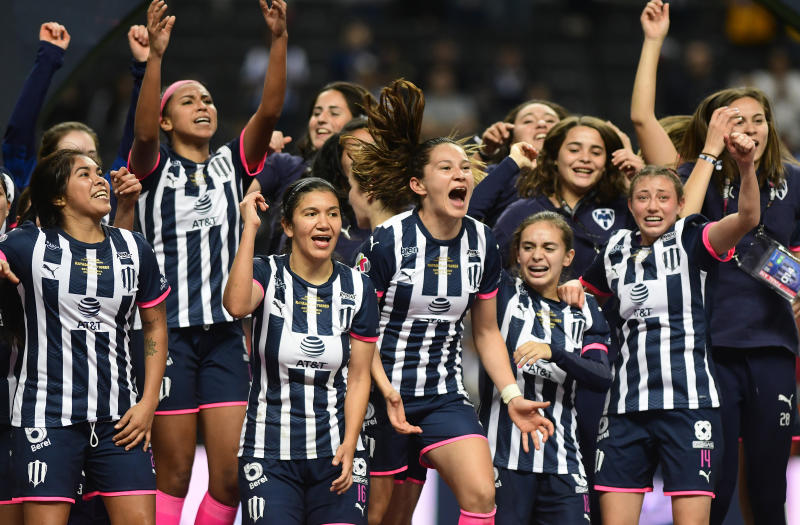 MONTERREY, MEXICO - DECEMBER 07: Players of Monterrey celebrate with the trophy after the final second leg match between Monterrey and Tigres UANL as part of the Torneo Apertura 2019 Liga MX Femenil at BBVA Stadium on December 7, 2019 in Monterrey, Mexico. (Photo by Andrea Jimenez/Jam Media/Getty Images)