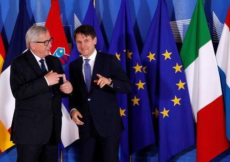 Italian Prime Minister Giuseppe Conte is welcomed by European Commission President Jean-Claude Juncker at the start of an emergency European Union leaders summit on immigration at the EU Commission headquarters in Brussels, Belgium June 24, 2018.  REUTERS/Yves Herman/Pool