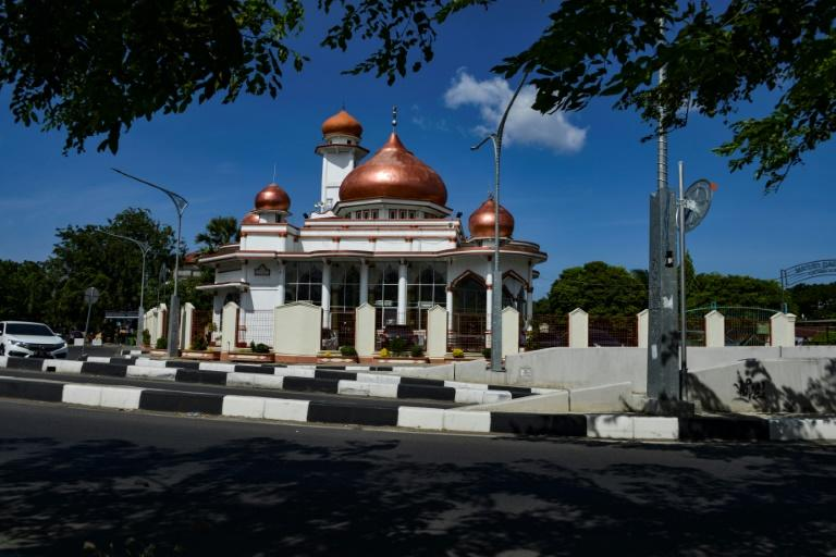 Indonesian authorities estimate there are more than 740,000 mosques nationwide but have commissioned a census to count the exact number (AFP Photo/CHAIDEER MAHYUDDIN)