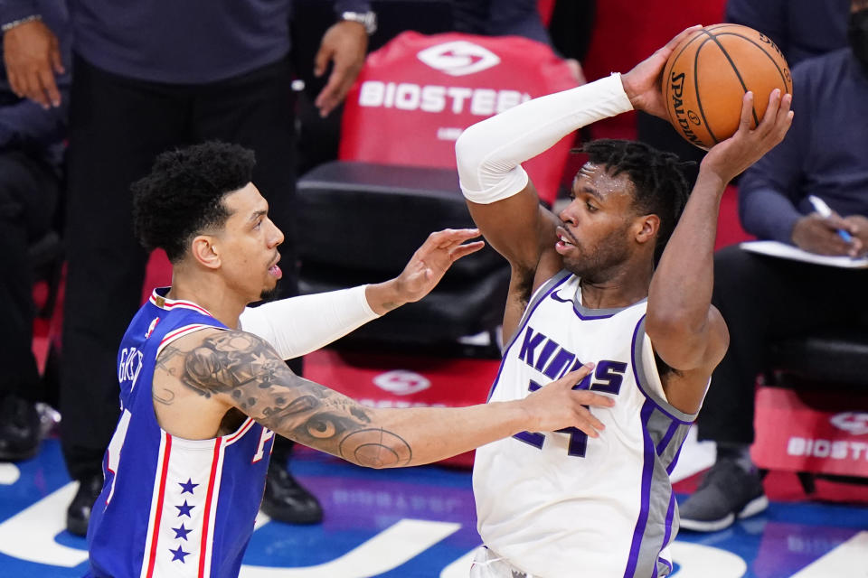Sacramento Kings' Buddy Hield, right, tries to keep the ball away from Philadelphia 76ers' Danny Green during the second half of an NBA basketball game, Saturday, March 20, 2021, in Philadelphia. (AP Photo/Matt Slocum)