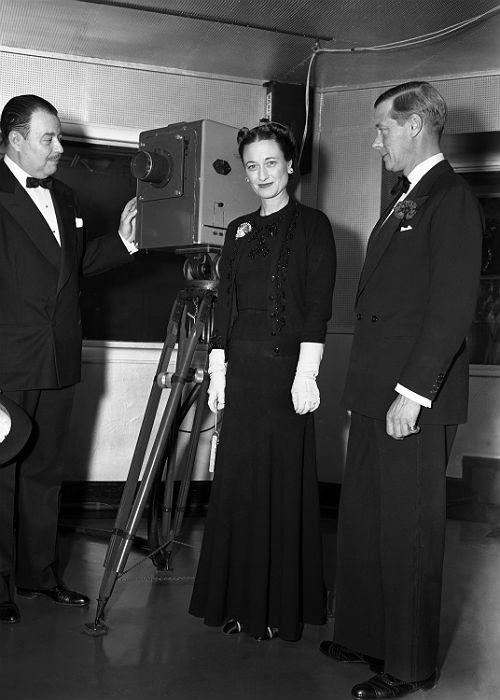 10. King Edward VIII And Wallis Simpson: Duchess of Windsor Wallis Simpson, Duke of Windsor Edward VIII during a visit to NBC Studios in New York, NY on their trip to the United States in October, 1941