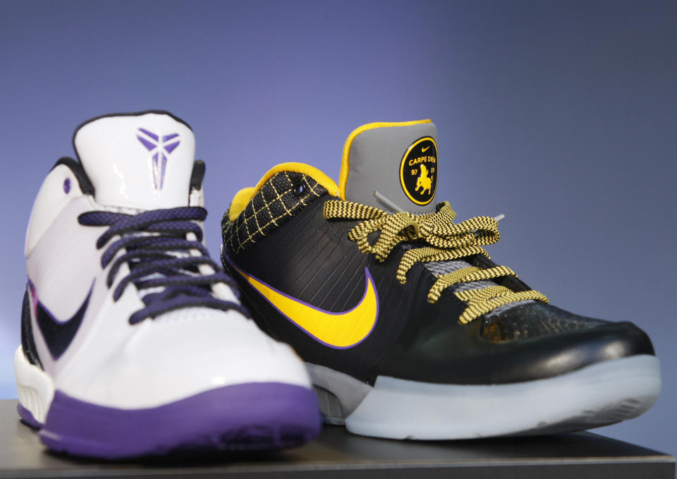 Los Angeles Lakers NBA star Kobe Bryant's new Nike Zoom Kobe IV basketball shoe is shown in Los Angeles, December 11, 2008. The shoe will be available for sale in China from January 1, 2009, and in the U.S., Canada and Europe from February 2009.   REUTERS/Lucy Nicholson (UNITED STATES)