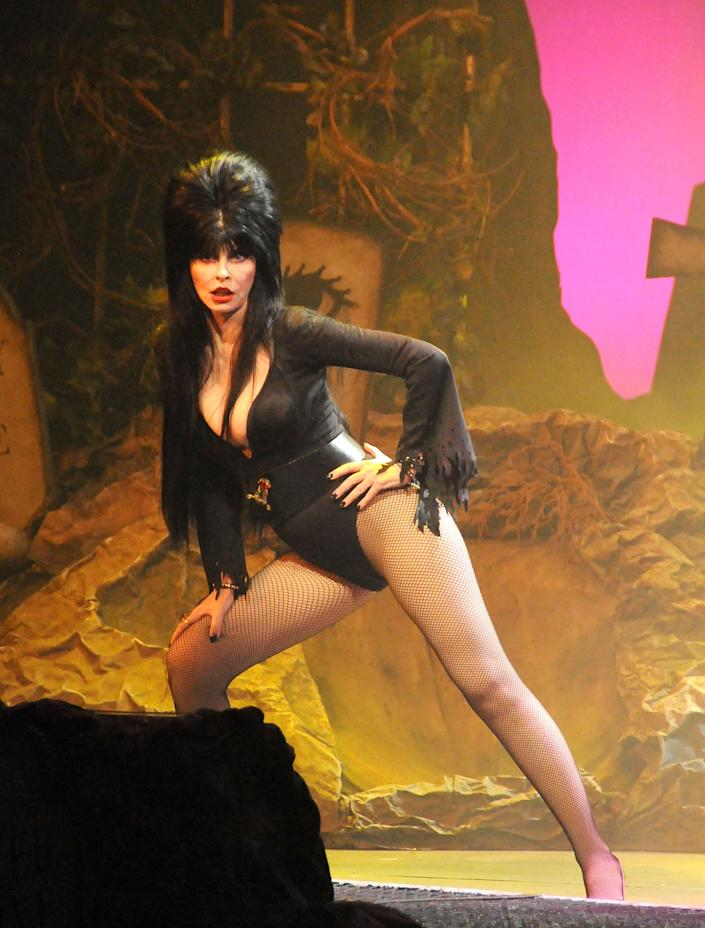 Elvira, a.ka.. Cassandra Peterson performs in 2017.  (Photo: Barry King/Getty Images)