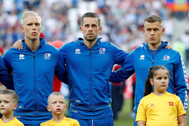 Soccer Football - World Cup - Group D - Nigeria vs Iceland - Volgograd Arena, Volgograd, Russia - June 22, 2018 Iceland's Gylfi Sigurdsson, Hordur Bjorgvin Magnusson and Alfred Finnbogason line up during the national anthems REUTERS/Jorge Silva