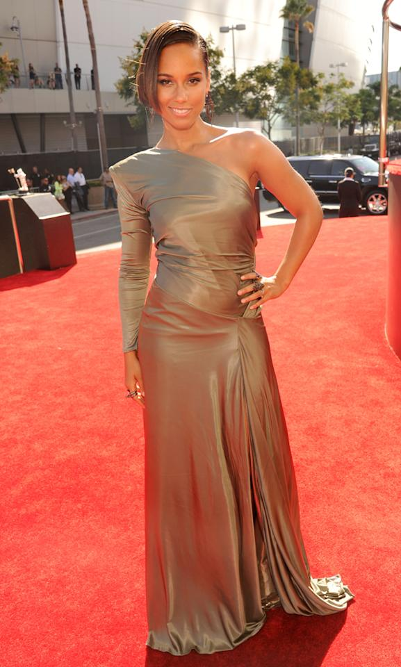 LOS ANGELES, CA - SEPTEMBER 06:  Alicia Keys arrives at the 2012 MTV Video Music Awards at Staples Center on September 6, 2012 in Los Angeles, California.  (Photo by Kevin Mazur/WireImage)