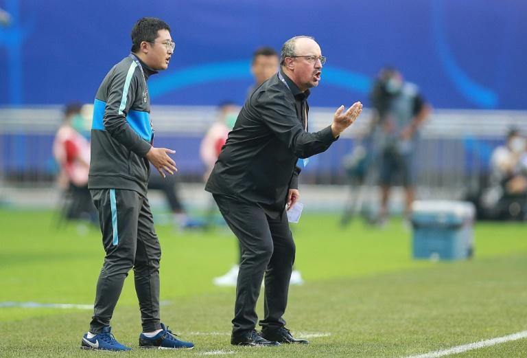 Dalian Pro have reportedly made Rafael Benitez (R) one of the world's best paid coaches