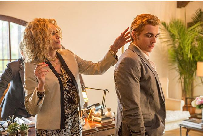 Sharon Stone junto al hermano de James, Dave Franco, en The Disaster Artist.