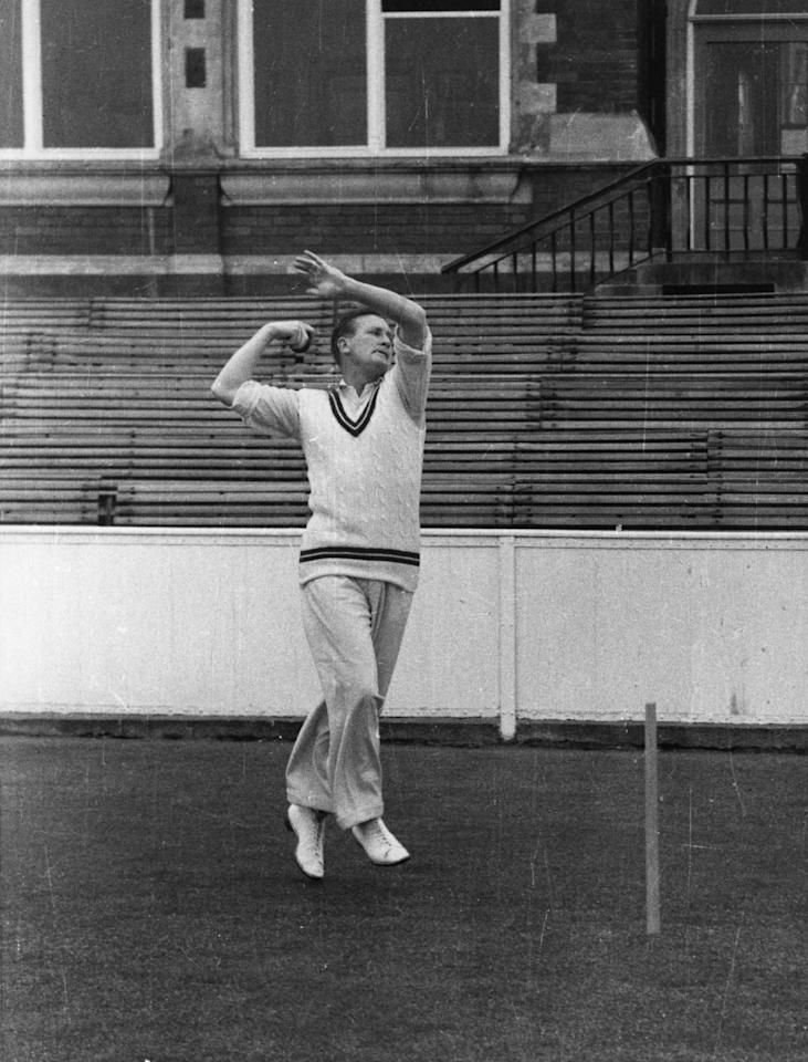 English cricketer and television commentator Jim Laker (1922 - 1986).  Original Publication: People Disc - HH0011   (Photo by Hulton Archive/Getty Images)