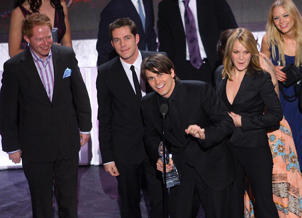 The cast of The Class win Favorite New TV Comedy at The 33rd Annual People's Choice Awards.