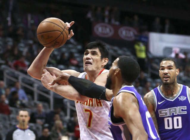 Atlanta Hawks forward Ersan Ilyasova, left, has the ball knocked away by Sacramento Kings guard Garrett Temple, right, during the first half of an NBA basketball game Wednesday, Nov. 15, 2017, in Atlanta. (AP Photo/John Bazemore)