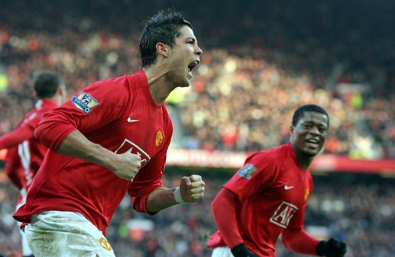 Cristiano Ronaldo (L) celebrates with former Manchester United teammate Patrice Evra in December 23, 2007