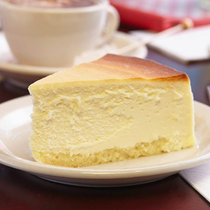 """<p><strong>Junior's Cheesecake</strong></p><p>goldbelly.com</p><p><strong>$59.95</strong></p><p><a href=""""https://go.redirectingat.com?id=74968X1596630&url=https%3A%2F%2Fwww.goldbelly.com%2Fjuniors-cheesecake%2Foriginal-ny-plain-cheesecake&sref=https%3A%2F%2Fwww.townandcountrymag.com%2Fleisure%2Fdining%2Fg32870926%2Fbest-cake-delivery-services%2F"""" rel=""""nofollow noopener"""" target=""""_blank"""" data-ylk=""""slk:Shop Now"""" class=""""link rapid-noclick-resp"""">Shop Now</a></p><p>The iconic Junior's has been a New York staple for 70 years, and now you can get a taste of the Big Apple delivered to your door wherever you are with one of their signature spongecake-crusted cheesecakes. </p>"""